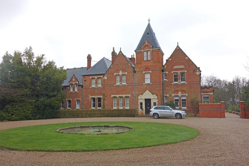 little-house-park-estate-brimpton-architecture